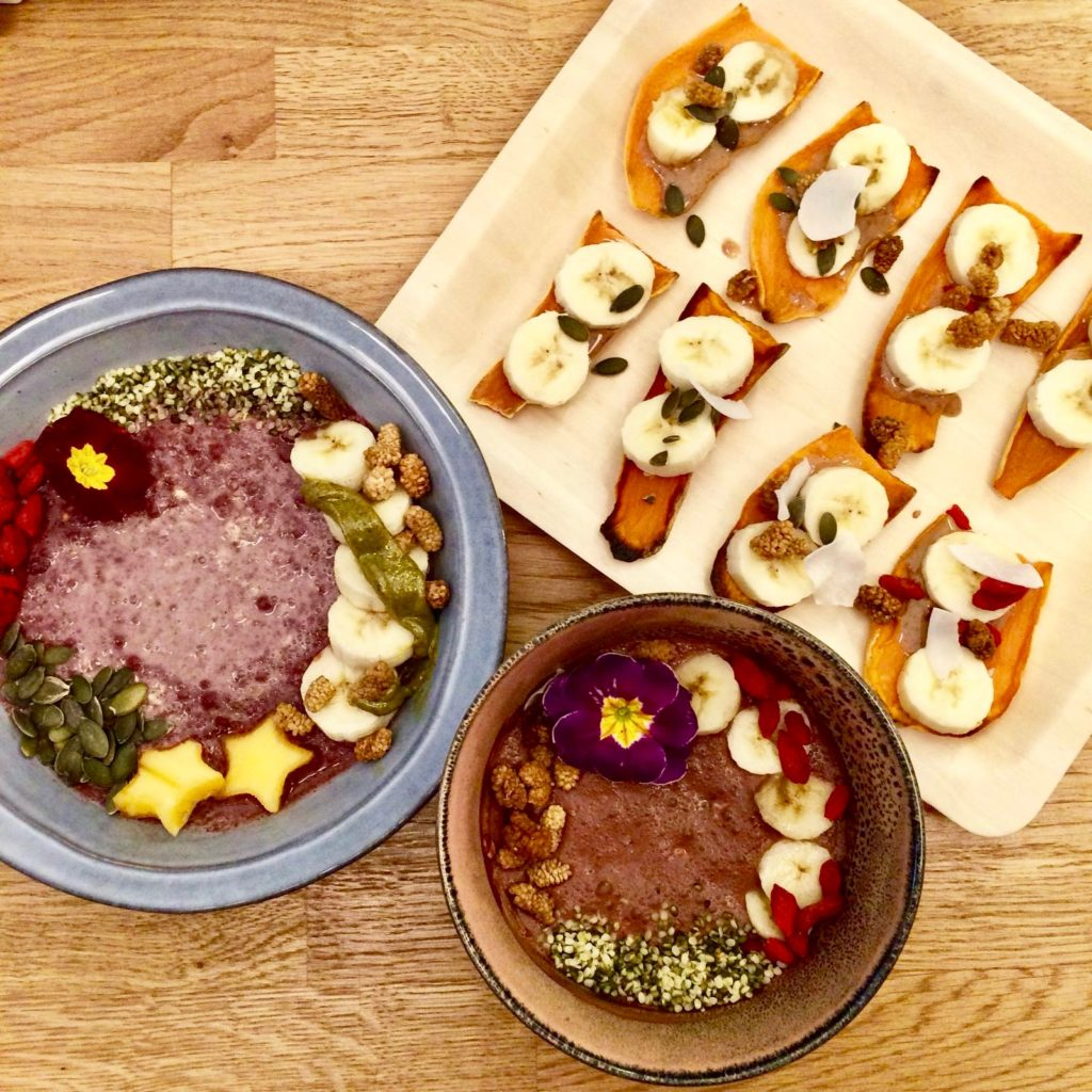 Sweet potato toasts & atelier v hummus