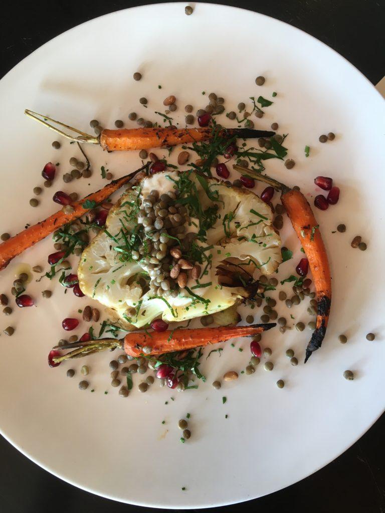 Farmer's plate: Cauliflower, lentils, carrots, soy yogurt sauce